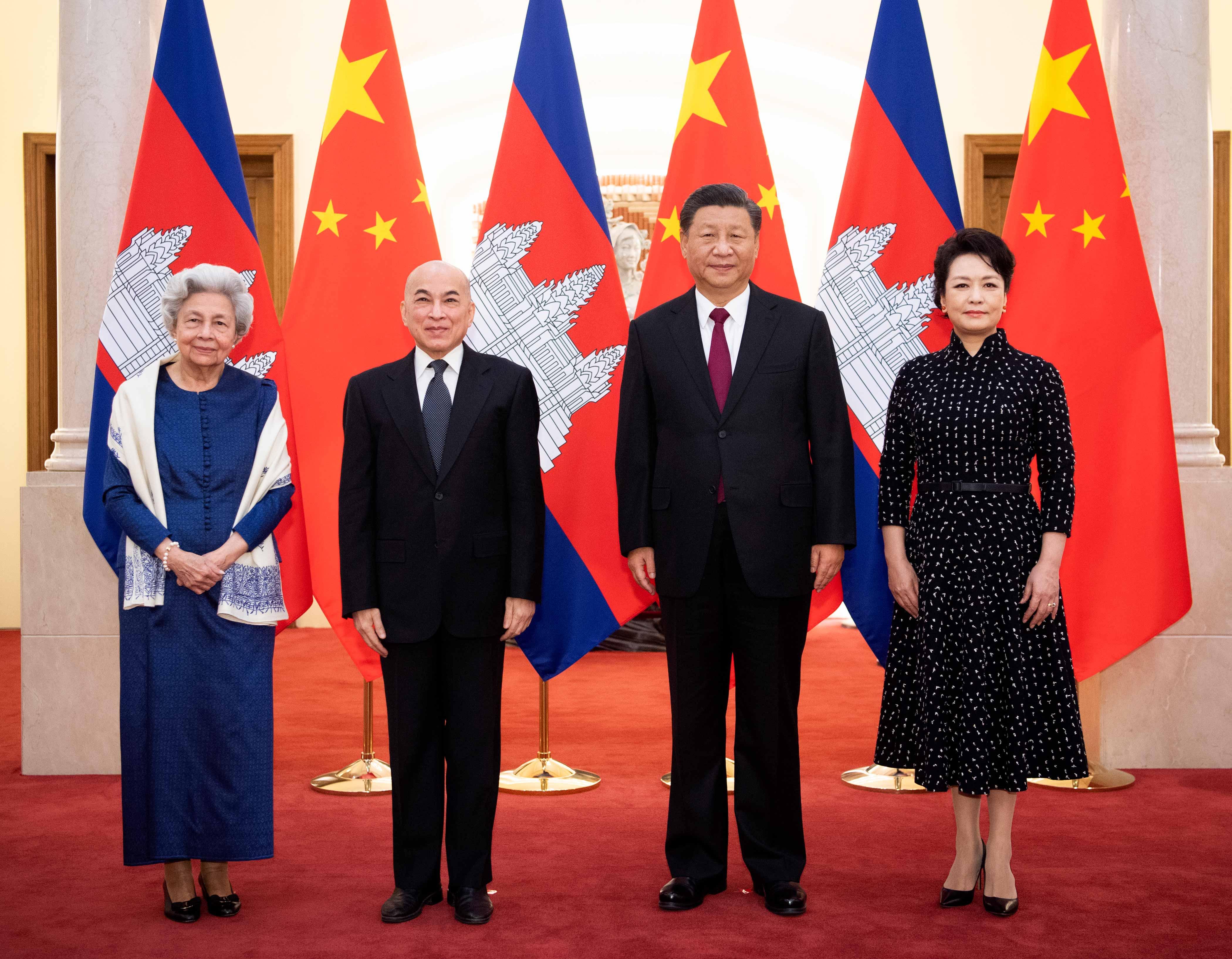 习近平夫妇会见柬埔寨国王和太后